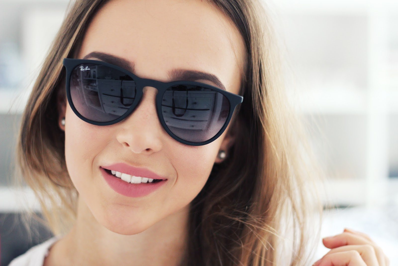очки ray ban на девушке