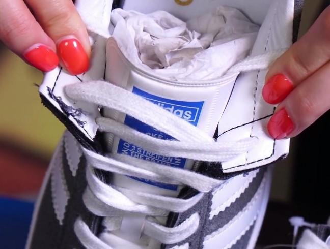 Торчащие нитки в реплике Adidas Gazelle