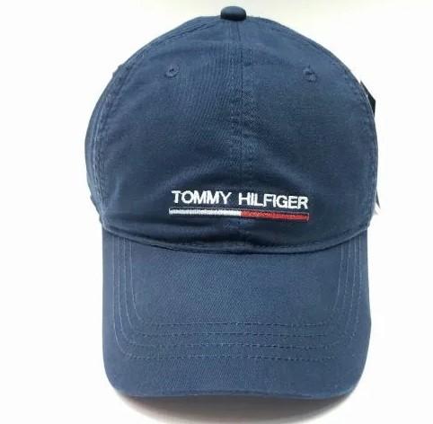 Логотип на кепке Томми Хилфигер