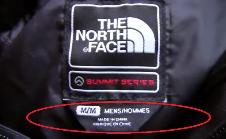 Хлястик на оригинале The North Face