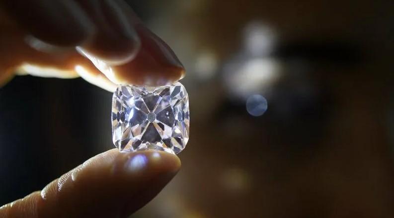 Проверка бриллианта на просвет
