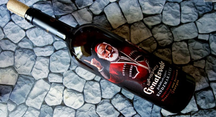 Бутылка вина Киндзмараули