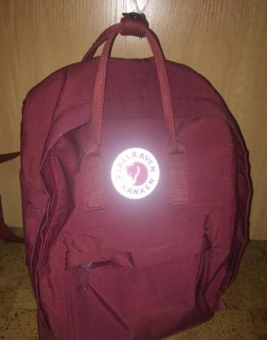 Логотип на оригинальном рюкзаке Kanken