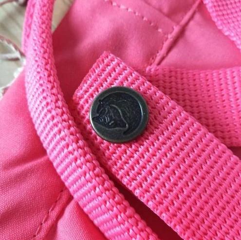 Пуговицы на оригинальном рюкзаке Kanken