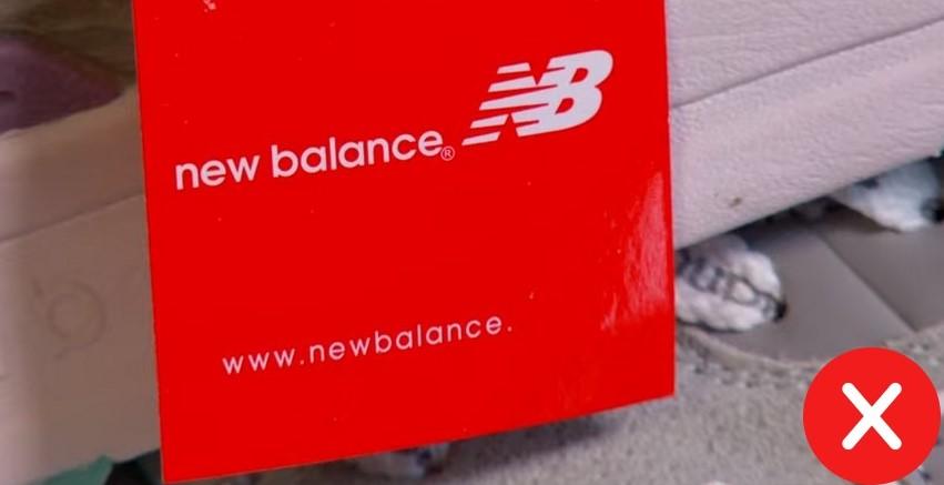 Отрывная бирка на поддельном New Balance