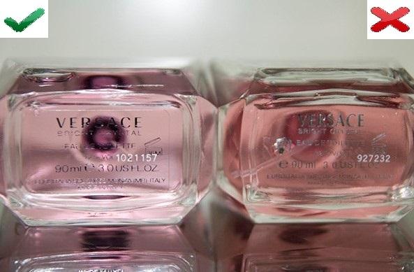 Дно флакона оригинальных духов Versace и подделки