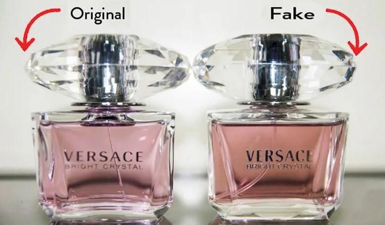 Флакон оригинальных духов Versace и подделки
