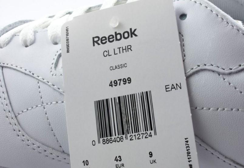 Отрывная бирка на кроссовках Reebok