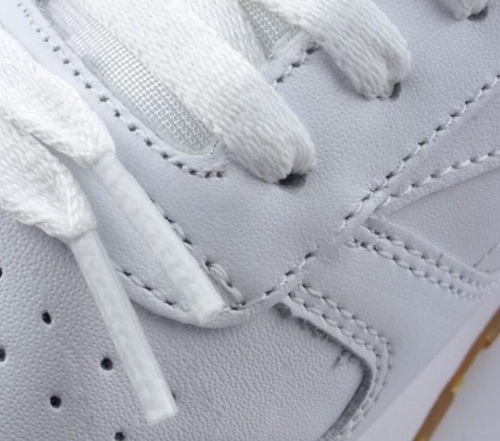 Шнурки на оригинальных кроссовках Reebok