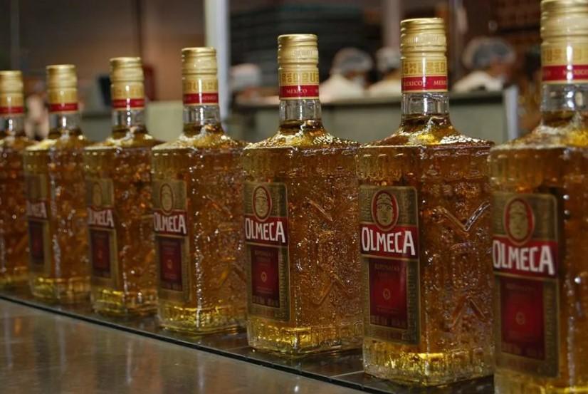 Бутылки оригинальной текилы Olmeca