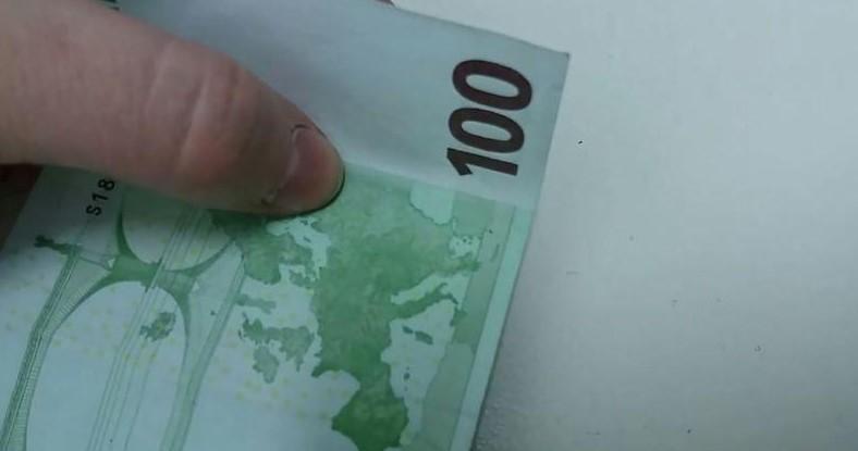 Купюра 100 евро под углом